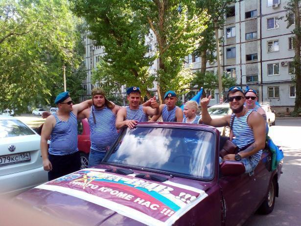 Бригада «десантуры» из Волжского превратила старенькую «семерку» в шикарный кабриолет