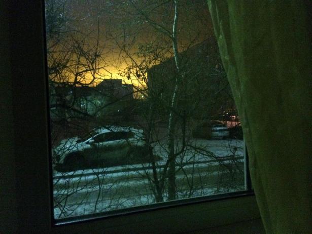 Яркое желтое облако озарило Волжский ночью