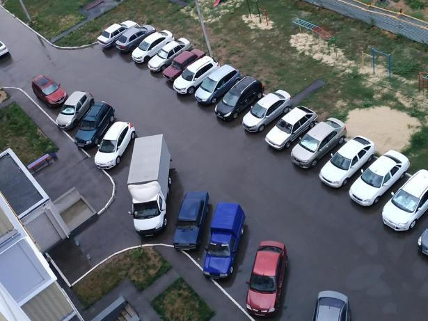 Волжские «яжматери» против парковки во дворах