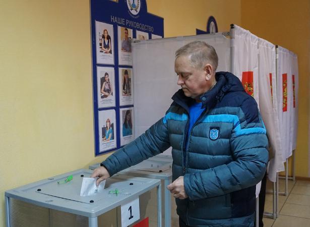 Мэр Волжского Игорь Воронин отдал свой голос кандидату в президенты РФ