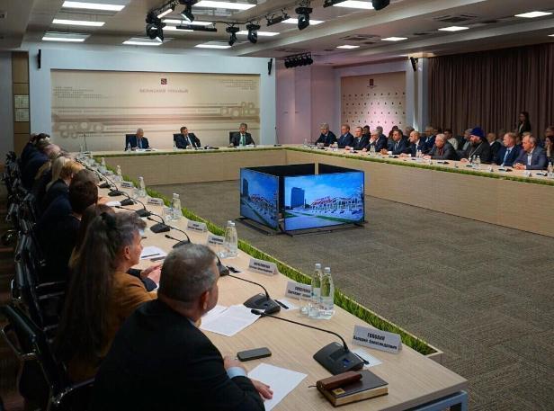 В Волжском с рабочим визитом побывал губернатор Бочаров