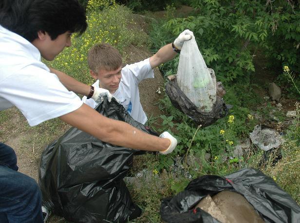 Школьники Среднеахтубинского района «не захотели жить на свалке»