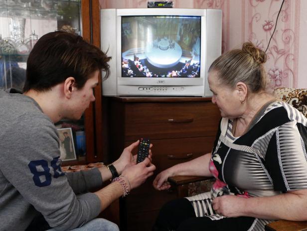 Студенты-волонтеры помогут вам подключить цифровое TV