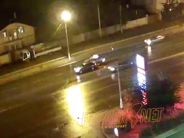Таксист устроил ДТП на мокром асфальте в Волжском