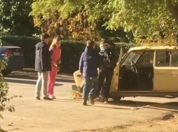 Подрастающие вандалы изуродовали легковушку во дворе Волжского