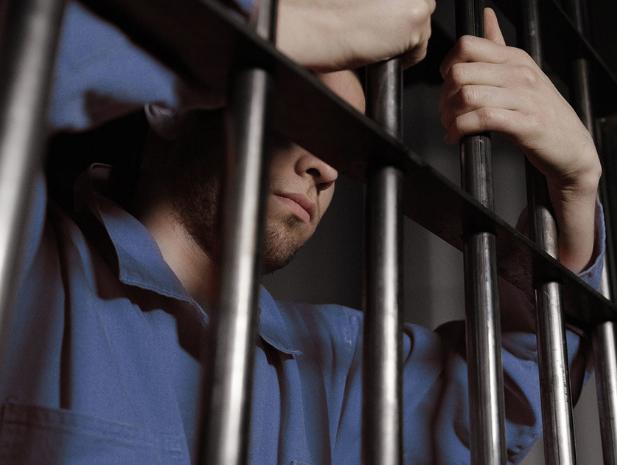 Волгоградского чиновника посадили на восемь лет в тюрьму за взятку