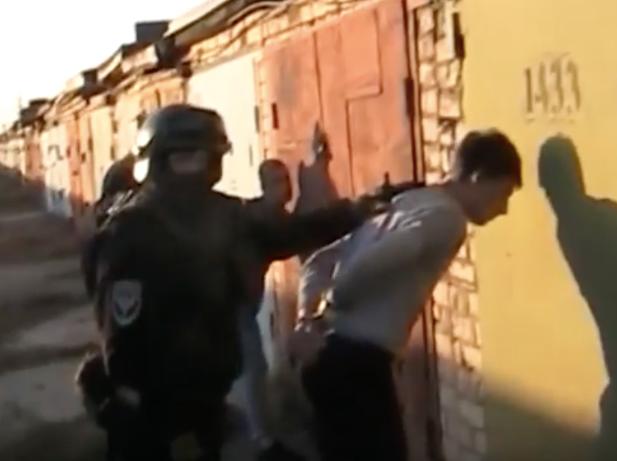 Студентов волжского колледжа арестовали за распространение «медленной смерти»