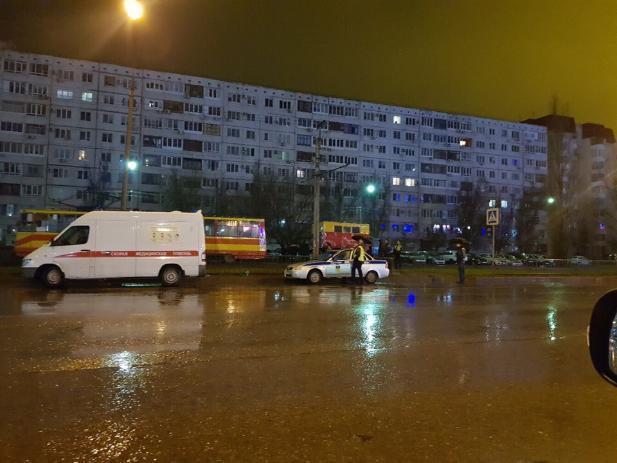 В Волжском смерть парня наступила на трамвайных путях