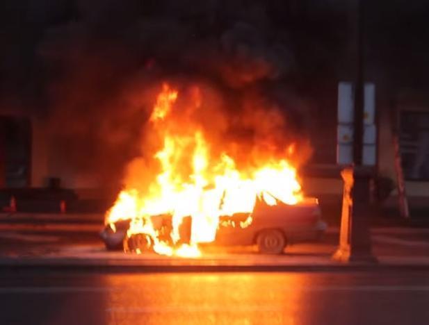 В Суходоле полыхал автомобиль