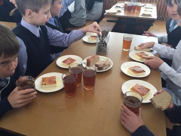 В Волжском первоклашки получают бесплатный завтрак