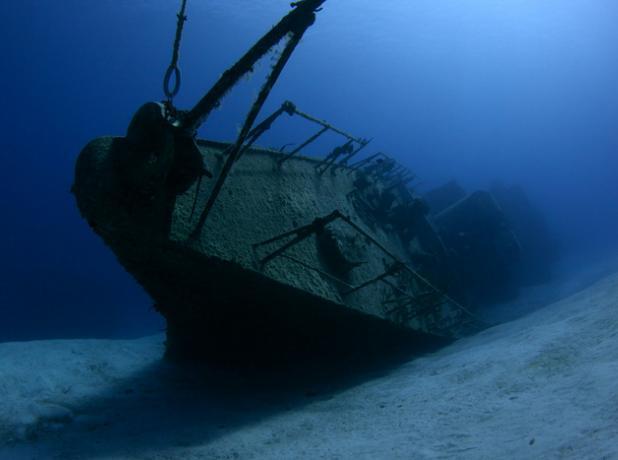 В Волжском обнаружено  затонувшее судно