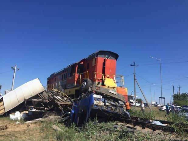 Умершего в ДТП волжанина извлекали, разрезая кабину грузовика