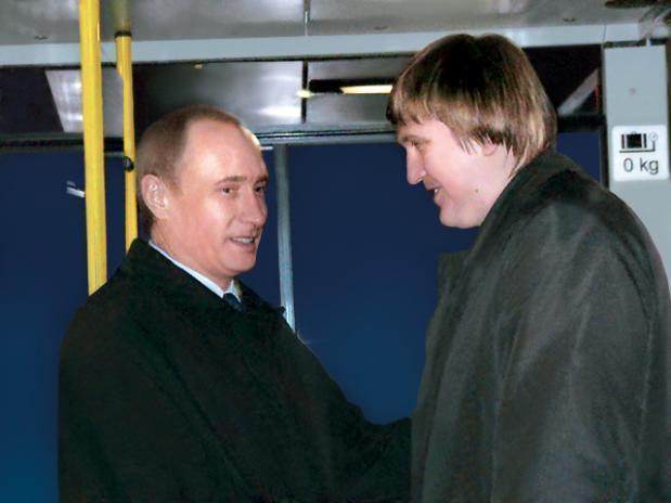 Одиннадцать лет назад Волжский посещал молодой Владимир Путин