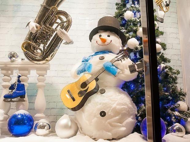 В Волжском определили лучшие новогодние витрины