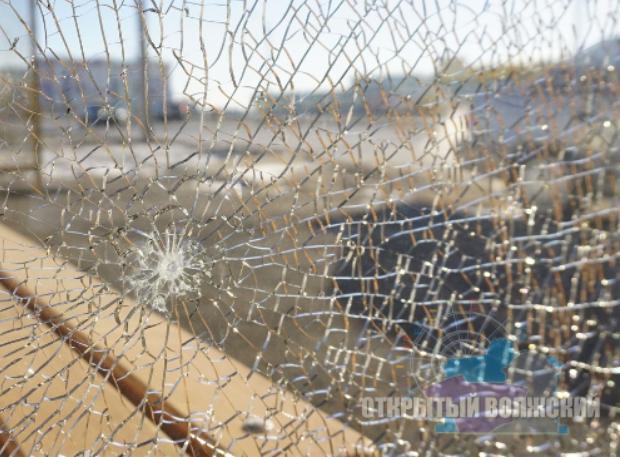 Новые остановки в Волжском изуродованы вандалами