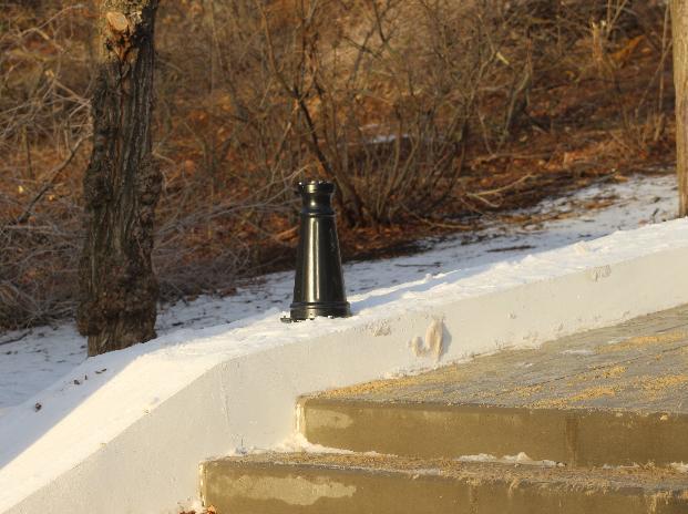 Волжские вандалы сломали фонари на новой лестнице за 8 миллионов