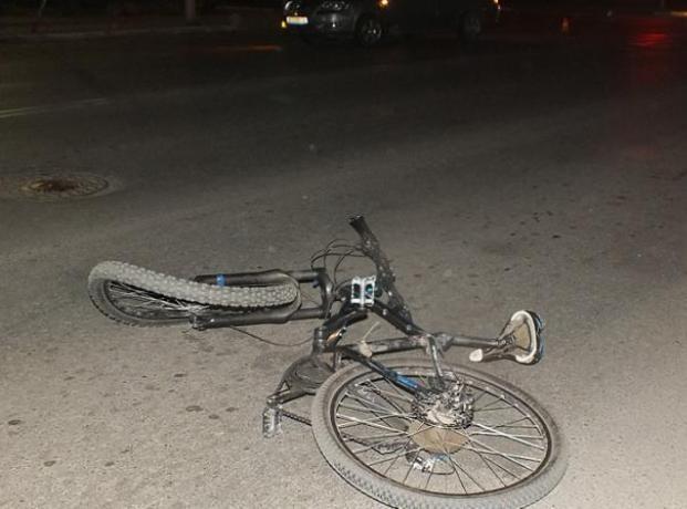 Семнадцатилетний волжанин на велосипеде попал под автомобиль