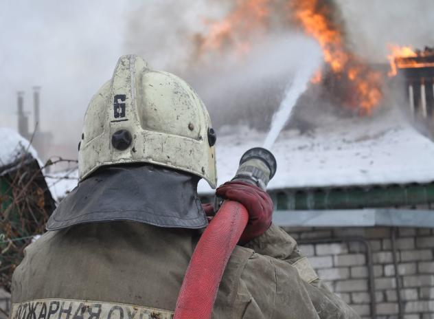 В Быковском районе загорелся жилой дом