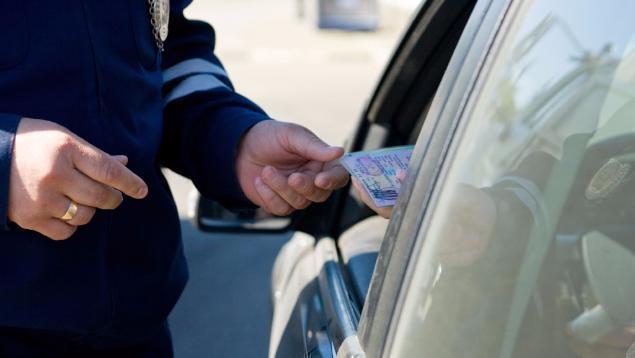 В Среднеахтубинском районе остановили волгоградца на авто с поддельными правами