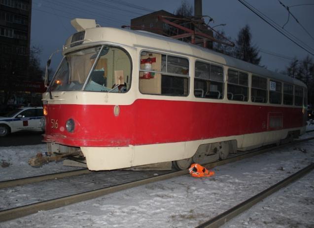 В Волгограде трамвай наехал на пешеходов