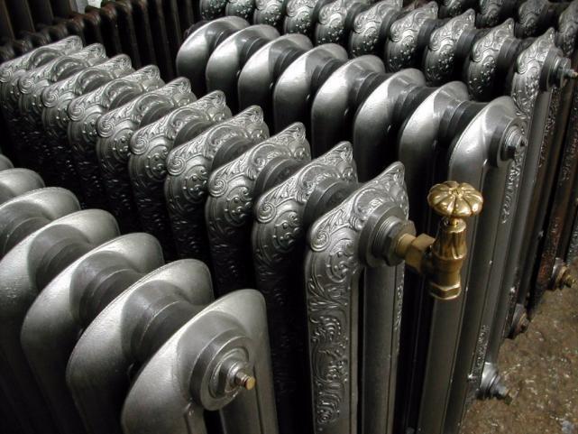 Сильный вор похитил 31 чугунный радиатор отопления в Быковском районе