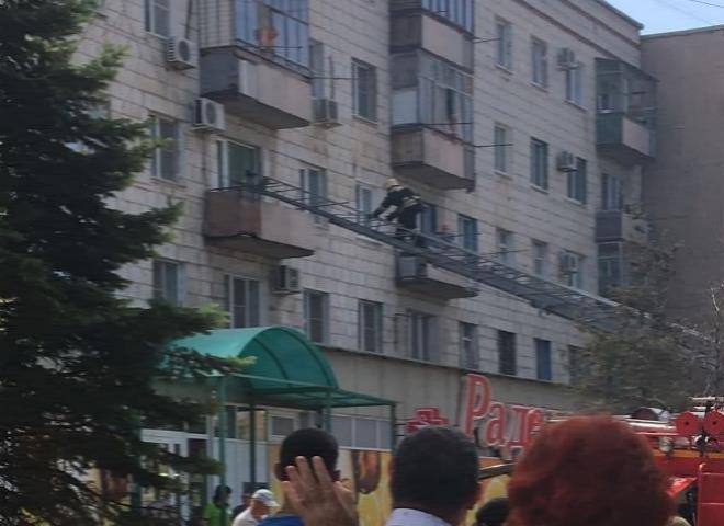 В Волжском задымился балкон