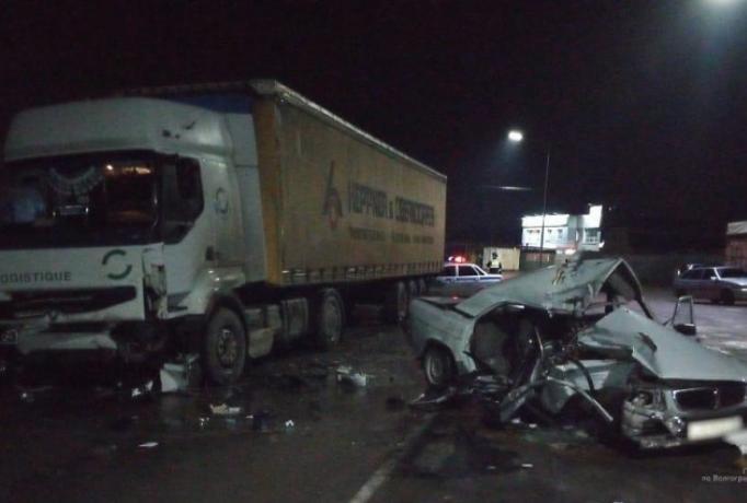 В Волжском при лобовом столкновении погиб водитель