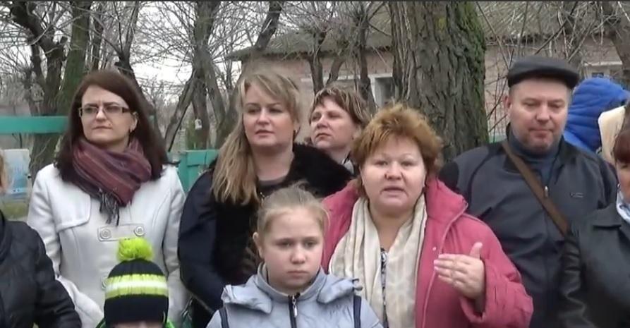 Жители о. Зеленого в Волжском против закрытия детского сада и поликлиники