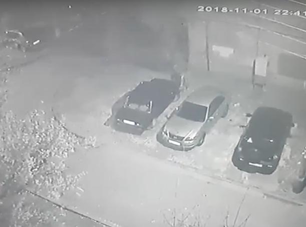 Работа аккумуляторного воришки попала на видео в Волжском