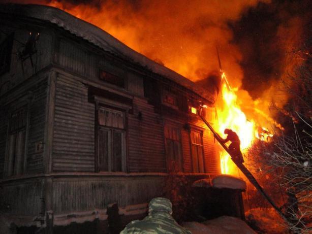 В Среднеахтубинском районе ночью горел дом