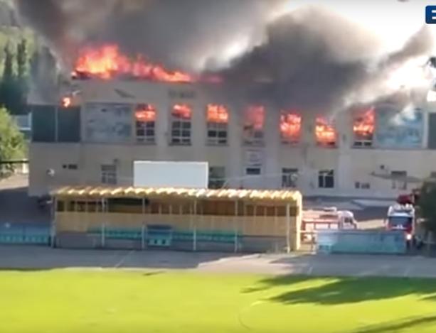 Около 800 квадратных метров сгорело в здании стадиона в Волжском