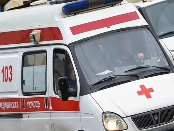 Два пешехода пострадали под колесами автомобиля в Волжском