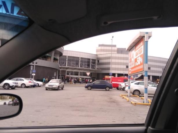В Волжском из торгового центра эвакуировали людей