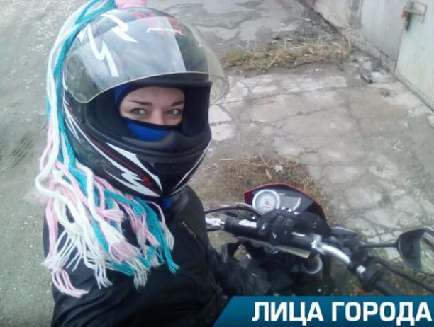 Смелость на дороге может снести голову, - волжанка Олеся Попова о езде на мотоциклах