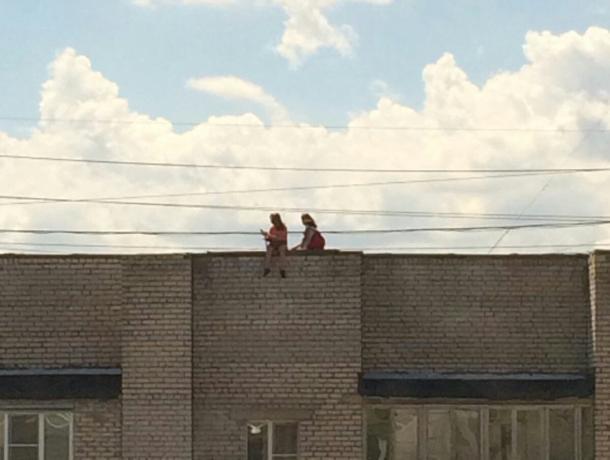 Игры со смертью устроили подростки на крыше в Волжском