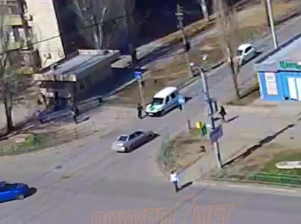Водитель, сбивший пешехода, кинулся его догонять в Волжском