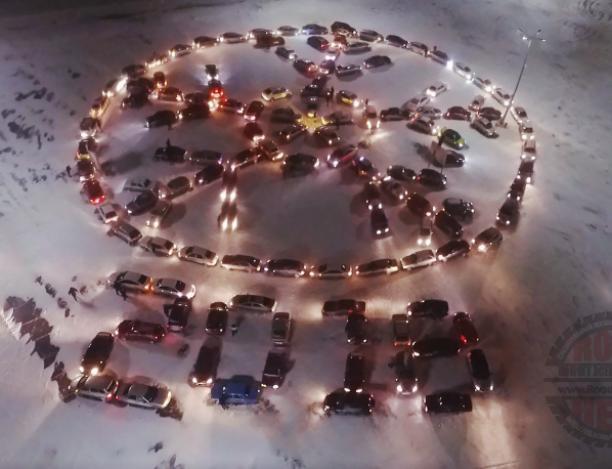 134 машины, словно символ региона, собралось на автомобильном флешмобе Волжском