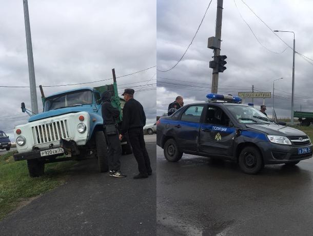ГАЗ снес спешашую полицейскую машину в Средней Ахтубе