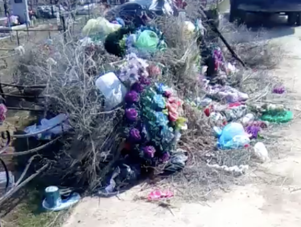 Волжане помянули усопших среди мусора
