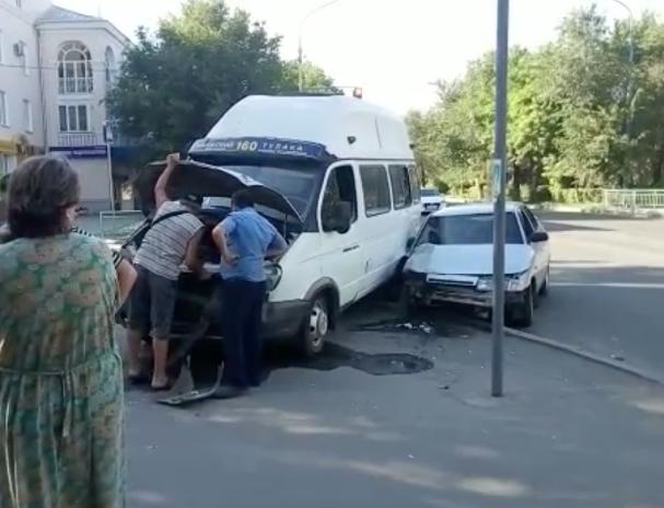 Автоледи на «десятке» разбила маршрутку в Волжском