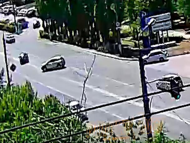 В Волжском разыскивают виновника ДТП на Renault Sandero