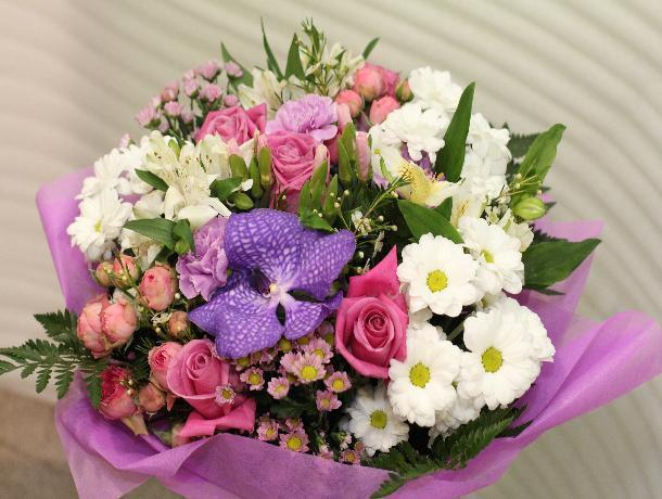 Мэрия Волжского решила потратить больше 140 тысяч рублей на букеты цветов