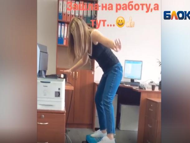 Волжанка сняла на видео летние офисные игры