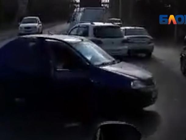 На трассе «Волжский-Быково» водители встали в пробке из-за ДТП