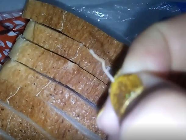 Жирненькие нитки нашла волжанка в батоне «ХлебНаш»