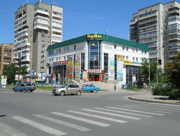 Улицу Мира в Волжском застроили магазинами, - волжане