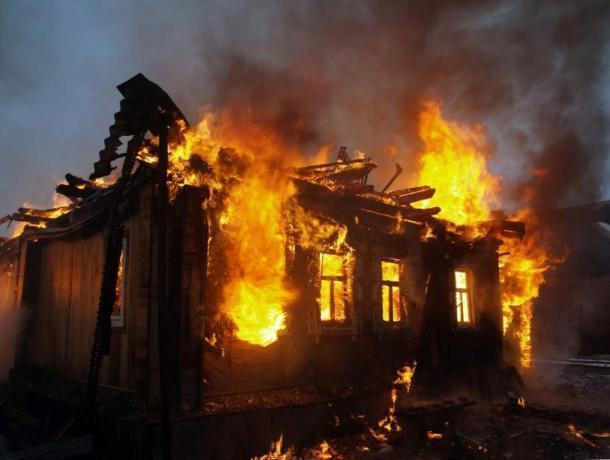 Почти дотла сгорел частный дом в селе Каршевитое