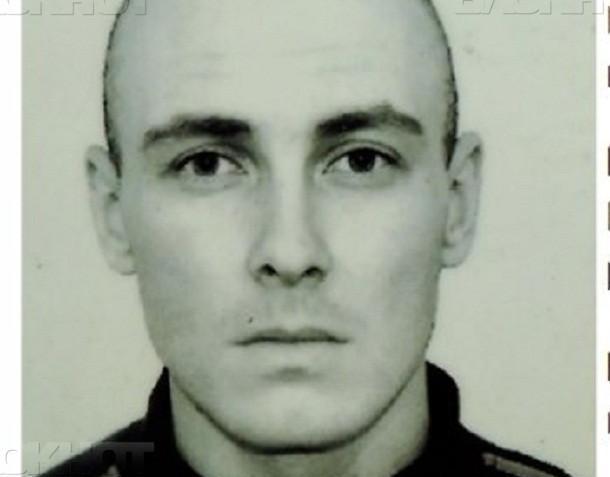 Мужчину со страшной татуировкой, сбежавшего из реабилитационного центра под Волжским, ищут в регионе