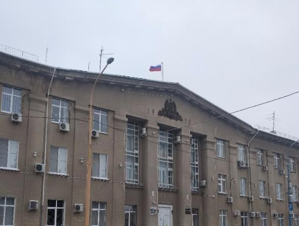 Волжские чиновники не смогут покупать машины дороже двух миллионов и смартфоны дороже 15 тысяч рублей