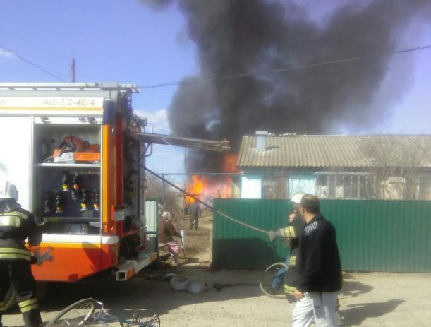 В частном секторе Волжского сгорел сарай